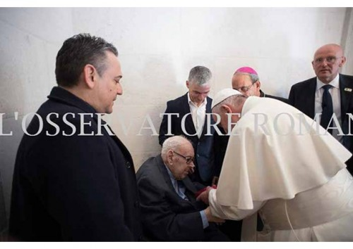 Papa em Fátima: o encontro com um padre de 104 anos