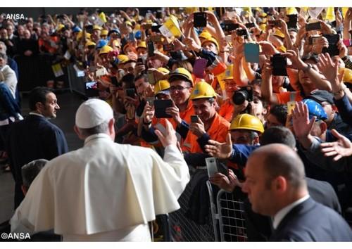 Vídeo-mensagem do Papa: denunciar violações de direitos dos trabalhadores