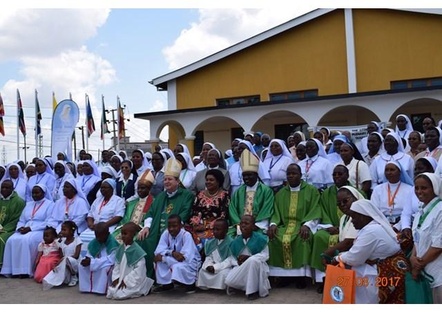 中非、東非修女聯合會在坦桑尼亞開幕:修女以慈母情懷擁抱世人