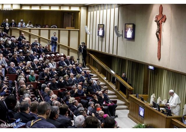 教宗接見宗教生命科學院全體大會與會者:重新從天主聖言出發,面對今日的挑戰