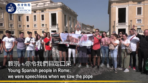 Young Spanish people in Rome: we were speechless when we saw the pope