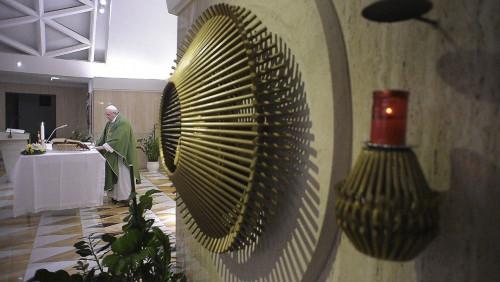 O Papa: deslizar no mundanismo é a lenta apostasia do coração
