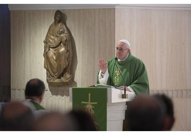 Papa em S. Marta: peçamos a Jesus a coragem de segui-Lo de perto