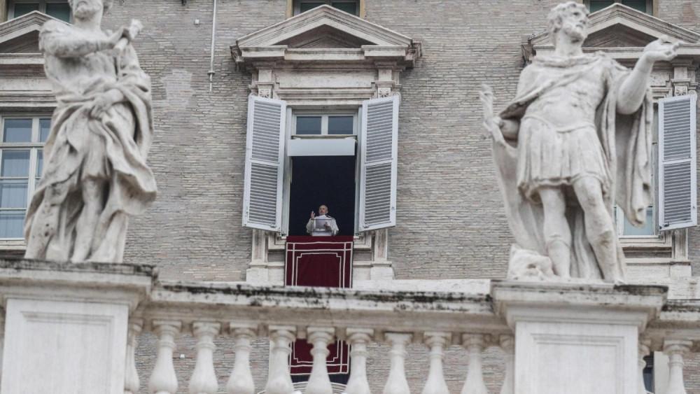 Vigilância e educação para os meios tecnológicos para prevenir tráfico de pessoas, pede o Papa