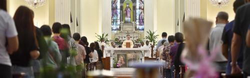 D. STEPHEN LEE ESTEVE REUNIDO COM O CLERO E AS COMUNIDADES RELIGIOSAS FEMININAS