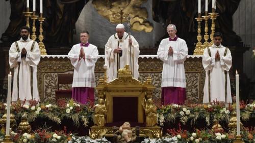 教宗聖誕子夜彌撒:鼓起勇氣,接納不求回報的救主耶穌