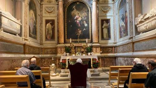 教宗方濟各前往羅馬市區聖奧斯定大殿祈禱
