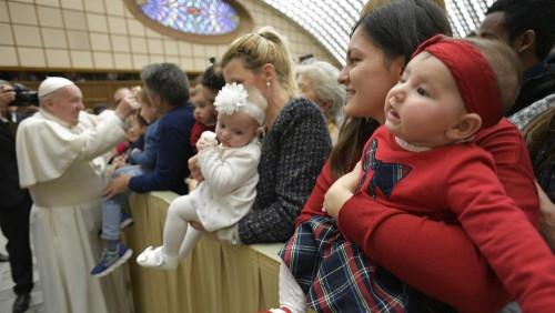 教宗:讓我們在聖誕節驚異於天主的微笑