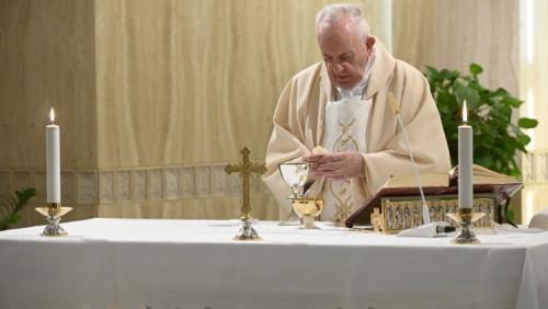 教宗清晨彌撒願執政者和科學家為疫情找出解決之道,造福百姓