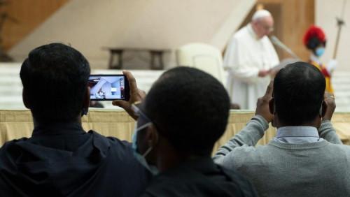 教宗接見宗座聖母學院的師生:沒有母親的世界就沒有前途