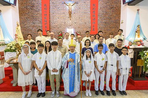 花地瑪聖母堂慶祝主保瞻禮  聖祭中施放堅振聖事