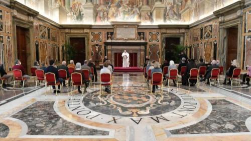 教宗接見方濟各會關懷中心成員:效法耶穌的榜樣
