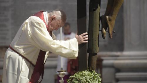 梵蒂岡主受難日禮儀:隱形的「毒蛇」咬傷世人,我們要瞻仰被高舉的天主子